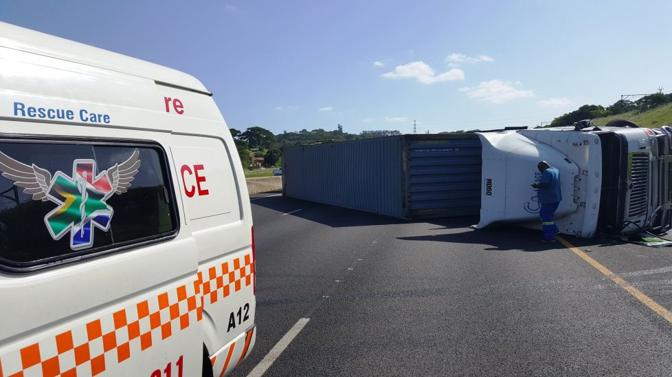 2 Injured in truck accident just after the M1 Higginson Highway