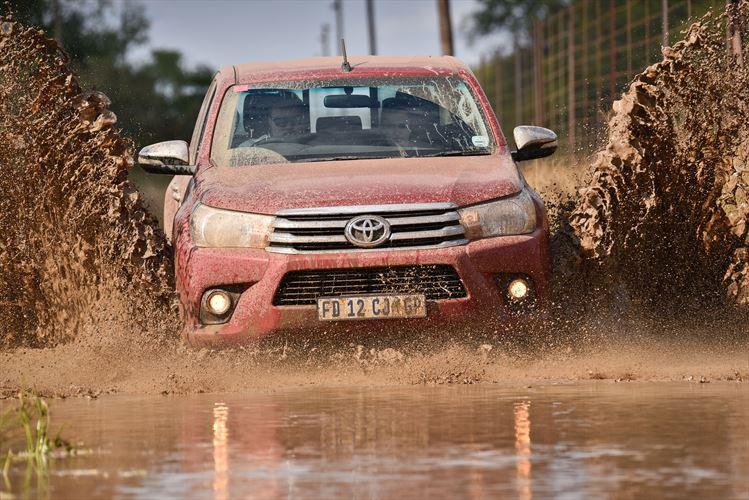 hilux-mud-splash_880x500