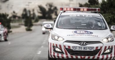 [SWEETWATERS] - Taxi and bakkie collide leaving fifteen injured.