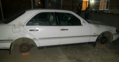 Vehicle owner in Brindhaven wakes up to the sight of his C280 Mercedes-Benz parked on bricks