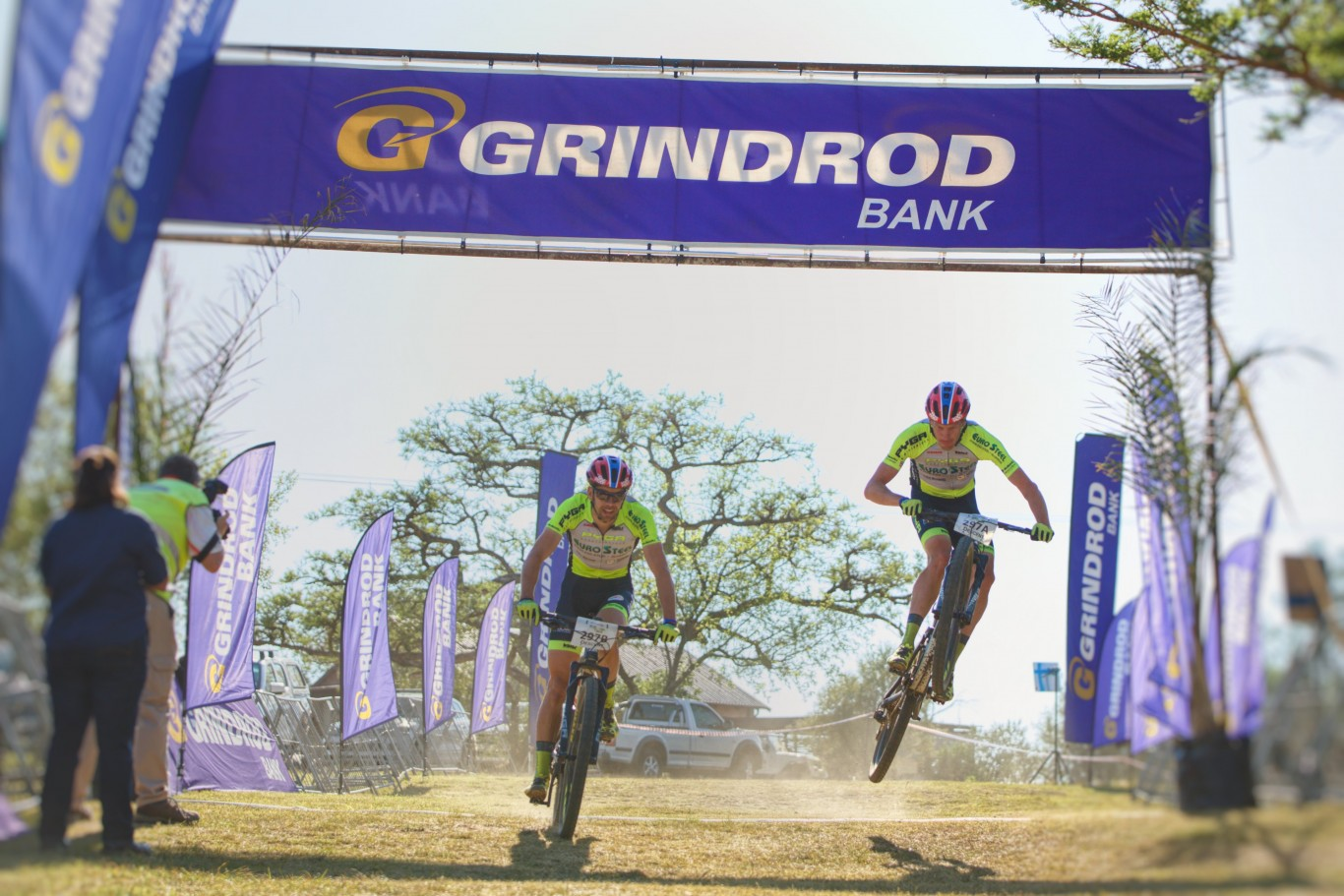 Matthys Beukes and Phil Buys take Spioenkop battle to win