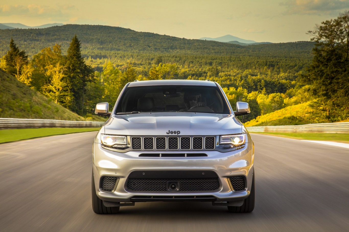 522 kW Jeep® Grand Cherokee Trackhawk: The Most Powerful and